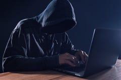 Cyber przestępstwa i komputerowego wirusa pojęcie Obrazy Royalty Free