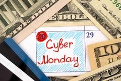 Cyber segunda-feira do lembrete no calendário com dólares e cartões de crédito Imagem de Stock