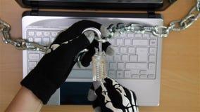 Cyberbrottsling som stjäler hemligheter arkivfilmer