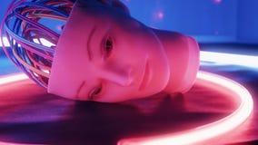 Cyberhjärnkablar, ledsen konstgjord robotframsida med ett mänskligt utseende och abstrakta ljus för blinka arkivfilmer