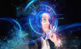 Cyberinterface dichtbij oog van vrouw stock foto