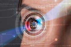 Cyberkvinna med technolgy se för öga royaltyfri illustrationer