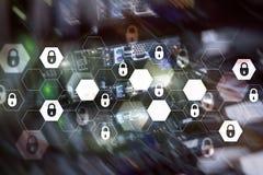 Cybersäkerhet, dataskydd, informationsavskildhet Internet- och teknologibegrepp royaltyfria bilder