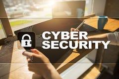 Cybersäkerhet, dataskydd internetteknologi och affärsidé Royaltyfri Fotografi
