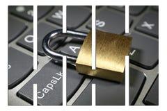 Cybersäkerhet med det guld- låset på datortangentbordet med stänger Arkivfoton