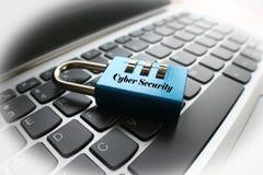 Cybersäkerhet på anteckningsboken Compter med den högkvalitativa vita ramen Arkivfoto