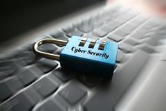 Cybersäkerhetslås på det högkvalitativa datortangentbordet Royaltyfria Bilder