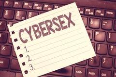 Cybersexe d'écriture des textes d'écriture Concept signifiant l'excitation sexuelle utilisant l'informatique en utilisant l'équip images stock