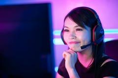 Cybersport Gamer, der Spiel spielt lizenzfreies stockbild