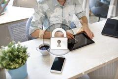 Cyberveiligheid, Gegevensbescherming, informatieveiligheid en encryptie Internet-technologie en bedrijfsconcept royalty-vrije stock fotografie