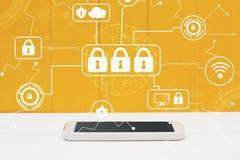 Cyberveiligheid met smartphone Royalty-vrije Stock Afbeeldingen