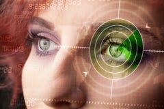 Cybervrouw met modern militair doeloog Royalty-vrije Stock Afbeelding