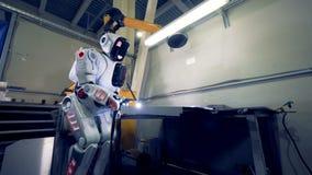 Cyborg pracuje z specjalnym wyposażeniem, zakończenie up zbiory