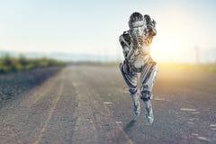 Cyborg zilveren lopende vrouw Gemengde media royalty-vrije stock afbeelding