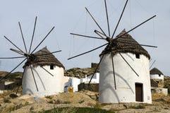 cyclades希腊ios海岛风车 库存图片