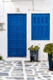 Cycladic błękita drzwi obraz stock
