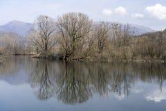 Cycleway κατά μήκος του ποταμού Adda στοκ εικόνα