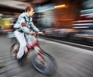 Cyclist on the city roadway Royalty Free Stock Photography