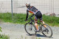 Cyclist descends downhill Royalty Free Stock Images