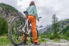 Cyclist having a rest on her trip Royalty Free Stock Image