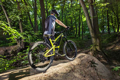 Cyclist on a mountain bike Royalty Free Stock Photography