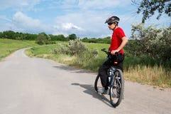 Cycliste aîné actif Photographie stock libre de droits