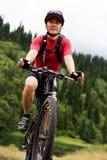 Cycliste asiatique de montagne Photographie stock