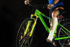 Cycliste avec la fracture du talon Photographie stock libre de droits