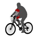 Cycliste avec le bébé dans la chaise de bicyclette Image stock