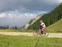 Cycliste dans le mouvement image libre de droits