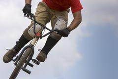 Cycliste de BMX aéroporté Images libres de droits
