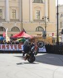 Cycliste de cascade sur le site Photos libres de droits
