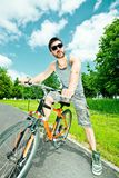 Cycliste de jeune homme Images stock