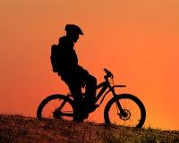 Cycliste de montagne photos stock