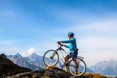 Cycliste de montagne Photo libre de droits