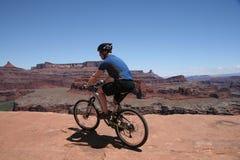 Cycliste de montagne Images stock