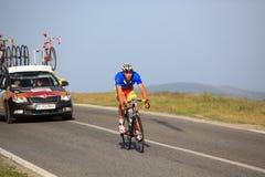 Cycliste de Sipos Zoltan de l'équipe de la Roumanie s'élevant à Paltinis Photographie stock