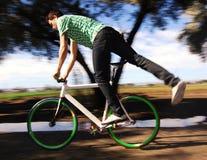 Cycliste fixe de trains photographie stock libre de droits