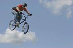 Cycliste Hector Restrepo d'arrêt de BMX Images stock