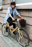 Cycliste heureux en Dublin Streets Image libre de droits