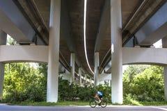 Cycliste masculin dehors photos stock