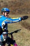 Cycliste pour afficher la voie photo libre de droits