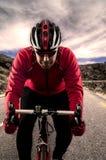 Cycliste sur la route Images stock