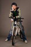 Cycliste sur le gris Photos stock