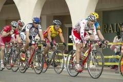 Cyclistes amateurs d'hommes concurrençant dans le circuit d'emballage national de Garrett Lemire Memorial Grand Prix (NRC) le 10  Photos libres de droits