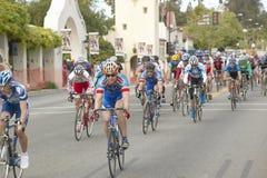 Cyclistes amateurs d'hommes concurrençant dans le circuit d'emballage national de Garrett Lemire Memorial Grand Prix (NRC) le 10  Photographie stock