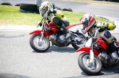 Cyclistes d'enfants de motocross photographie stock libre de droits