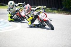 Cyclistes d'enfants de motocross images stock