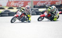 Cyclistes d'enfants de motocross images libres de droits
