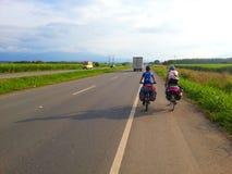 Cyclistes sur l'itinéraire Images libres de droits